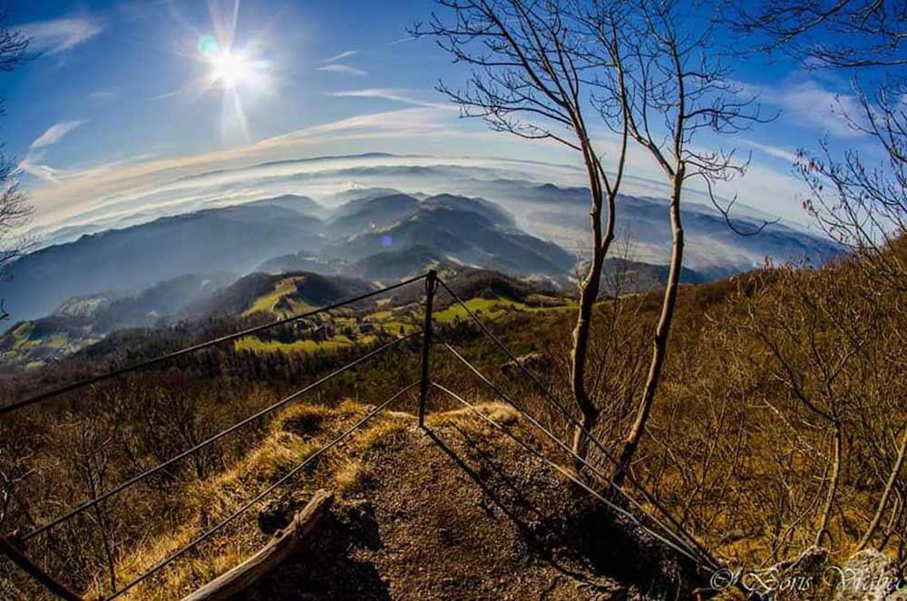 Pogled z vrha plezalne poti na Lisco (foto: Boris Vrabec)